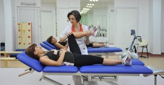 De ce ajung atât de mulți tineri să aibă nevoie de kinetoterapie?
