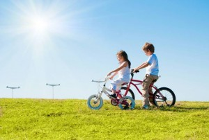 shutterstock copii pe bicicleta
