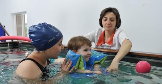 Hidrokinetoterapia: recuperare și reeducarea deficiențelor. Interviu cu kinetoterapeut Diana Aslan
