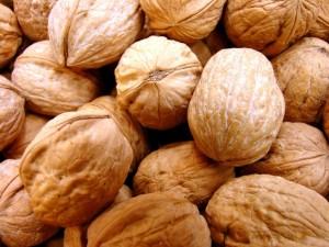 nuts-1329388-638x478